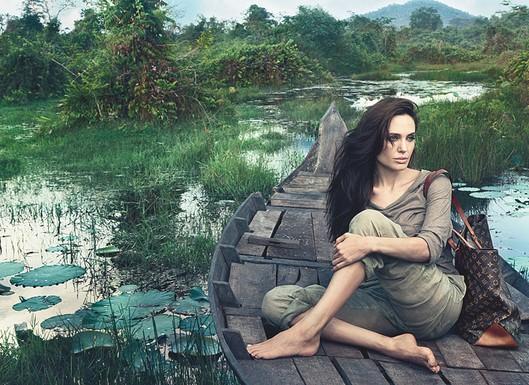 http://www.mimifroufrou.com/beautyandthesalamander/images/Angelina_jolie_vuitton.jpg