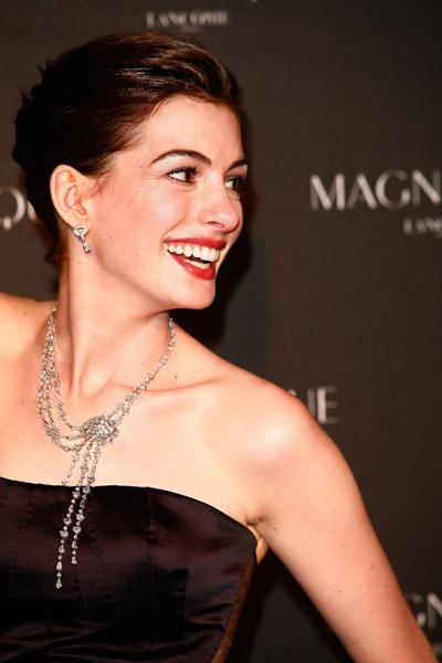 Anne-Hathaway-Lancome.jpg