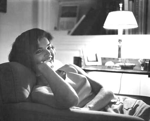 Jackie_Kennedy-Georgetown-1959.jpg