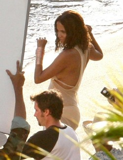 Halle Berry Shoots Fragrance Commercial In Hawaii {Fragrance News} {Celebrity Perfumes}