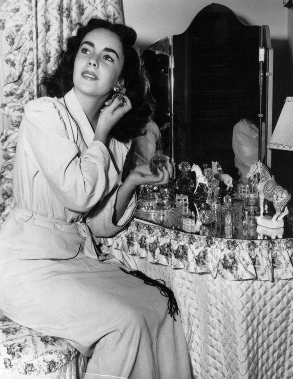 Elizabeth-Taylor-vanity-perfumes.jpg