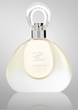 Van Cleef & Arpels Un Air de First (2011) {Perfume Review & Musings}