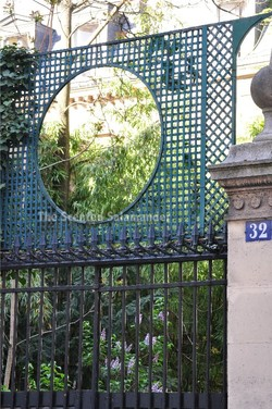 Springtime in Paris: Ivy, Bamboos, Lilacs & a Screen {Scented Paths} {Perfume Images}