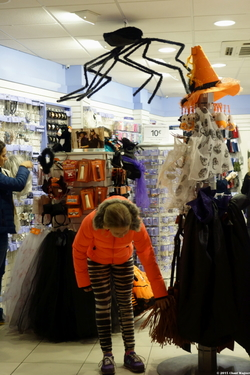 Halloween Action - A Tale of Two Cities Series {Paris & Cambridge, MA Photos}