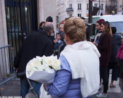 White Roses - and an Old Song - Des roses blanches, et une vieille chanson - 130 Street Photographies after the Paris Attacks {Paris Street Photo}