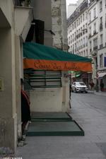 The Love Merchant // La marchande d'amour {Paris Street Photography}
