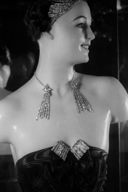 18-elle-chanel-jewelry-Film-Pathe-1932---5-xln-lgn.jpg