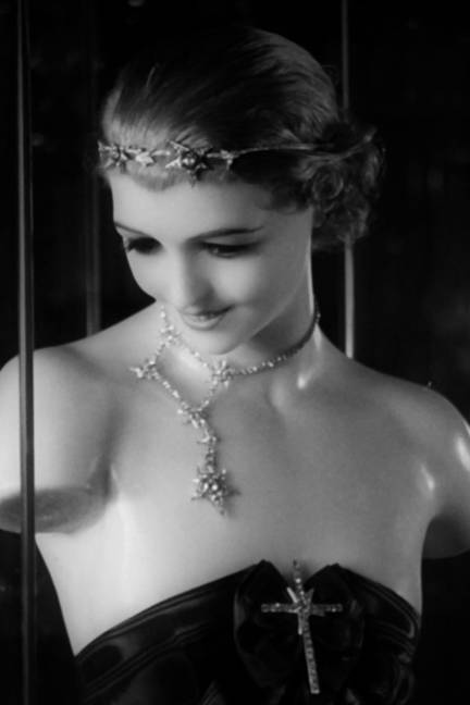20-elle-chanel-jewelry-Film-Pathe-1932---3-xln-lgn.jpg