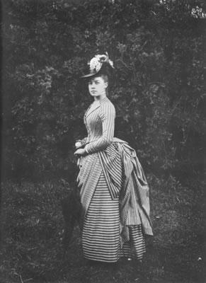 Alice-Austen-White-Lilacs.jpg
