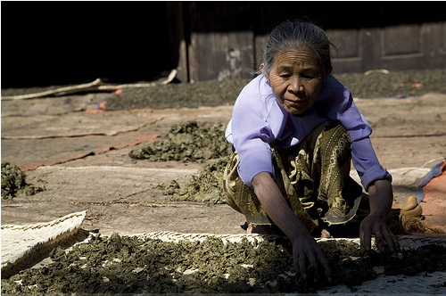 Burma-Tea-old-woman.jpg
