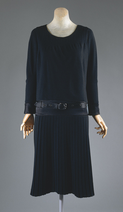Chanel-Black-Dress-1927.jpg