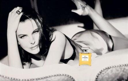 Chanelno5-carole-bouquet-dominique-issemann-1997.jpg
