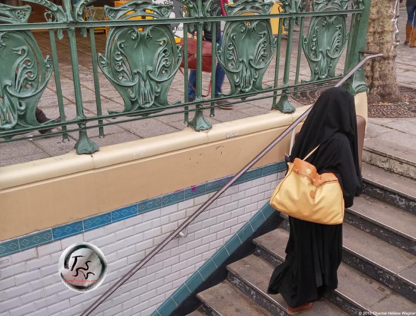 Hijab_on_Stairs_3_tss.jpg
