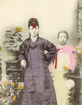 Korean-Kisaeng-Singer-1910.jpg