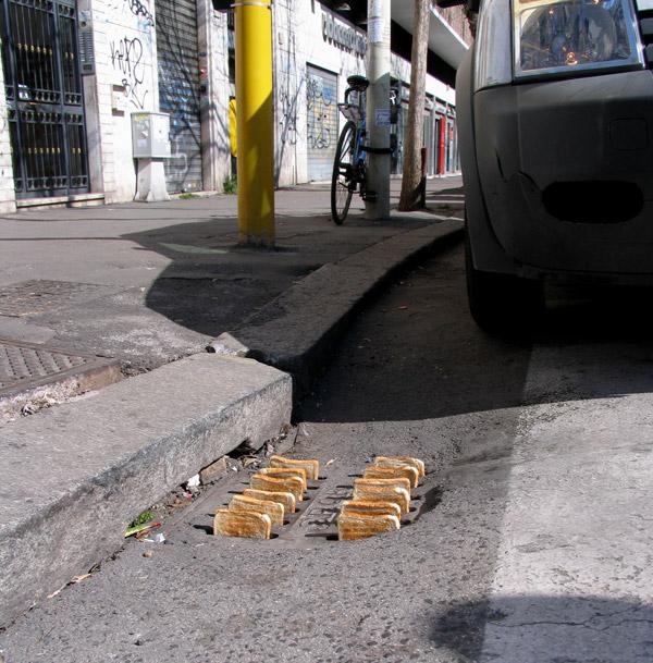 Mark_Jenkins_Rome_street_Toaster.jpg