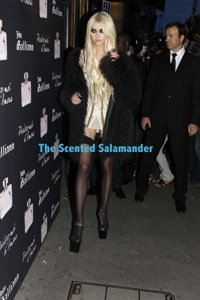 Momsen-Galliano-B.jpg
