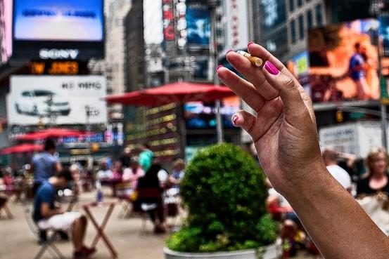 NY-BA505_SMOKE_G_20110626193815.jpg