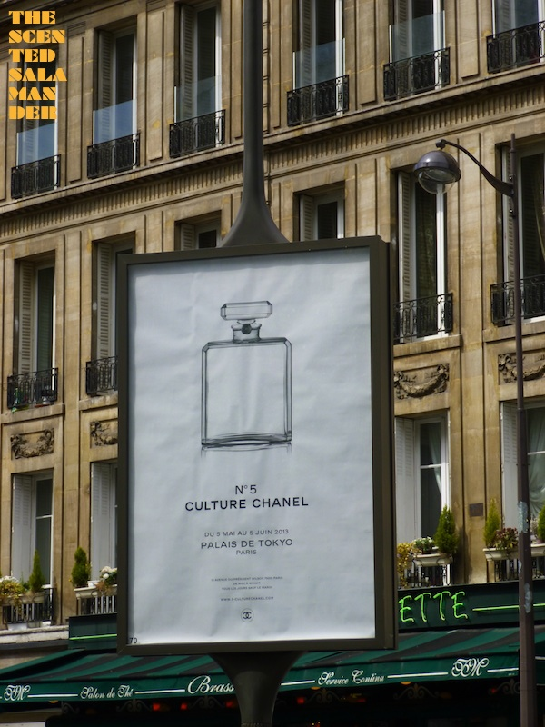 Paris_Street_Advertising_Chanel_No5_Exhibition_BLOG.jpg