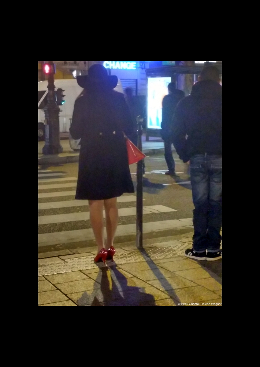 Woman_with_Red_Shoes_Night.jpg