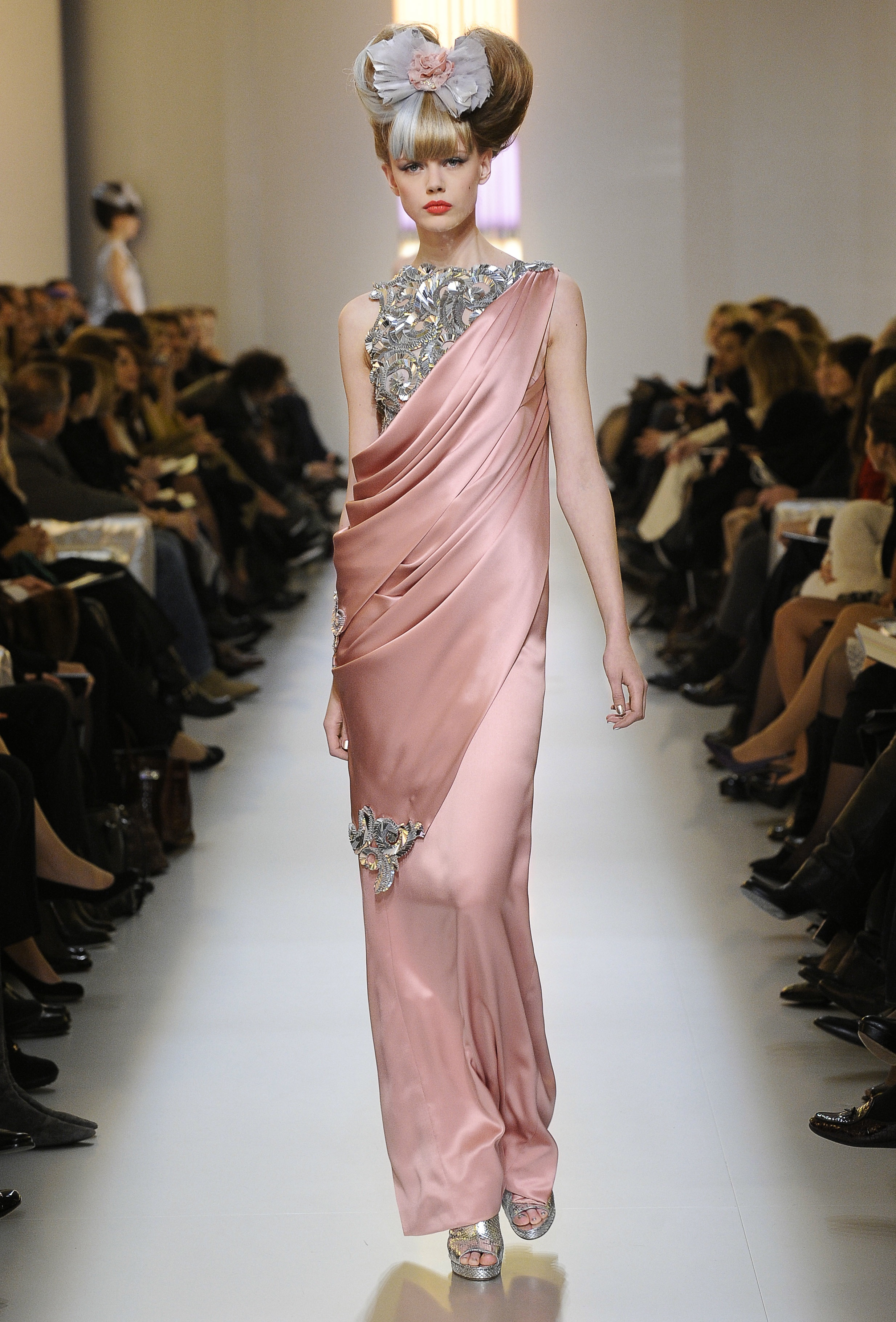 Womens evening wear haute couture fashion detailed info for