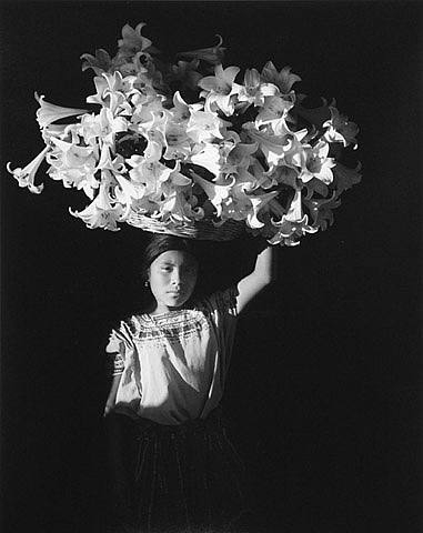 flor-garduno-basket-of-light-1989.jpg